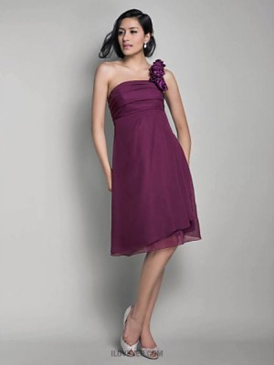 A Line Princess Sexy One Shoulder Knee Length Chiffon Bridesmaid Dress with Flower Ruching