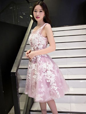 A Line Scoop Neck Knee Length Lace Tulle Prom Dress with Appliques