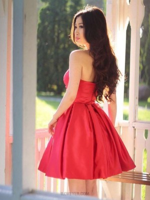 Elegant Simple Sweetheart Ruched Satin Homecoming Dress