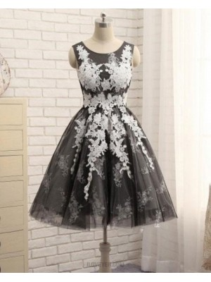 Scoop Neck White & Black Lace Appliqued A Line Homecoming Dress